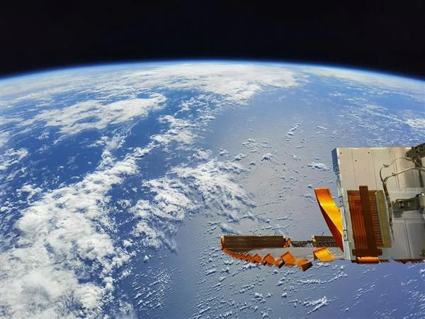 """""""神十二""""航天员在轨拍摄作品震撼来袭!第一视角看地球之美-牛魔博客"""